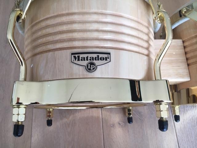 goldene Hardware bei den LP M201-AW Matador Bongos