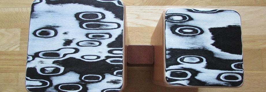 Das Bild zeigt die Schlagwerk Bongos von oben. Das Muster bzw. Design nennt sich Black Eyes.
